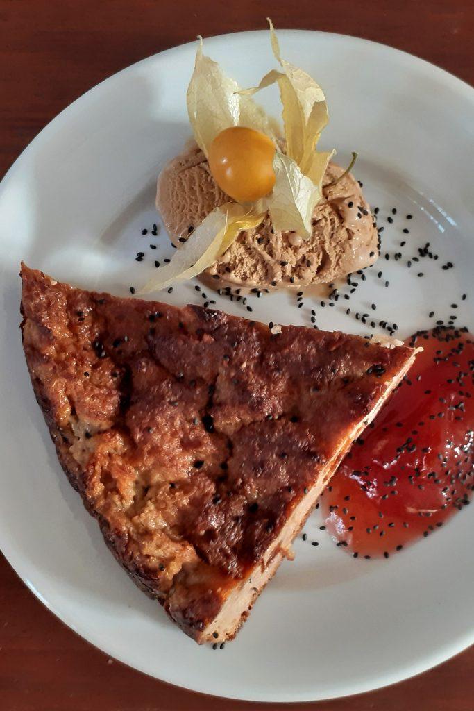 Dessert, gâteau façon pain perdu et sa glace caramel au beurre salé